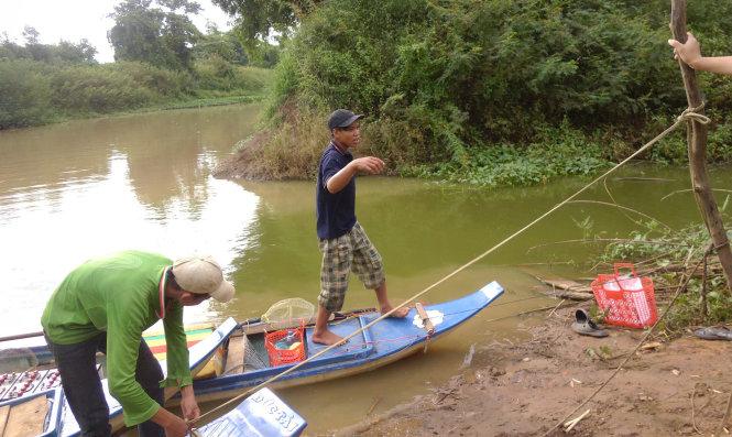 Nhiều dấu hiệu bất thường vụ vứt xác heo ra sông Sài Gòn