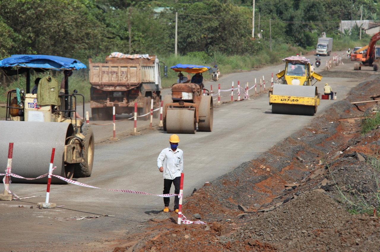 Quốc lộ 14 qua Bình Phước thi công bê bối nhưng đòi tiền giá cao
