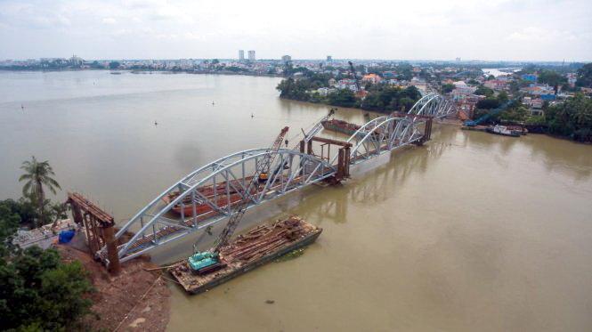 Chạy tàu thử tải qua cầu Ghềnh