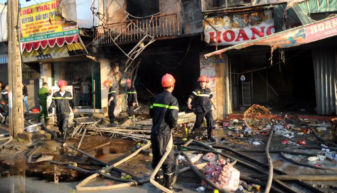 Cháy hai cửa hàng liền kề, một người tử vong