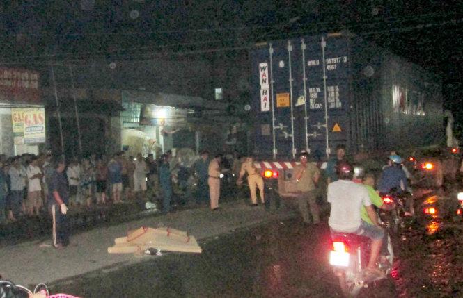 Nam thanh niên bị xe container cán chết trong đêm
